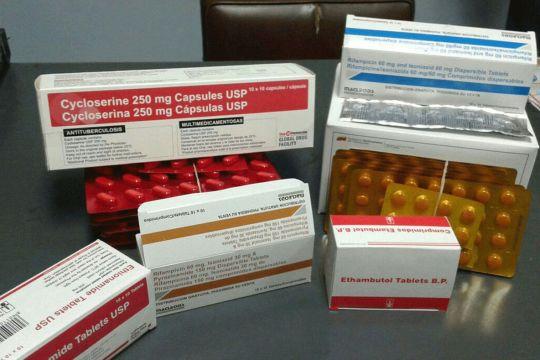 Pacientes ambulatorios reciben medicación para tuberculosis