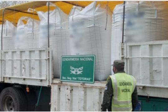 Transportan más de 17 toneladas de carbonato de sodio y hojas de coca