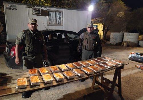 24 kilos de cocaína en su vehículo