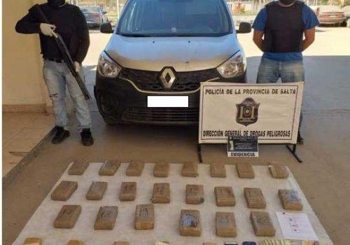 27 ladrillo de marihuana y 4 detenidos