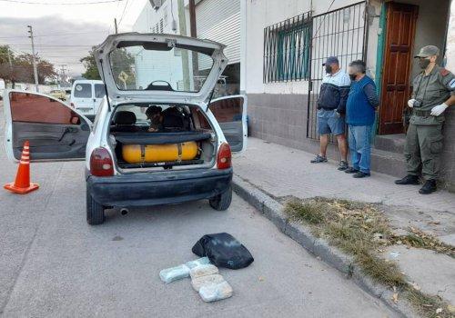Detienen a dos hombres con cinco kilos de pasta base de cocaína
