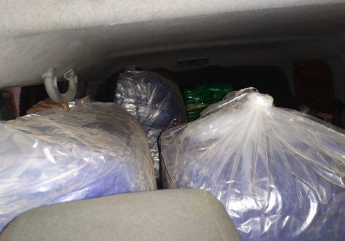 Abandonan un vehículo con 365 kilos de hojas de coca en su interior